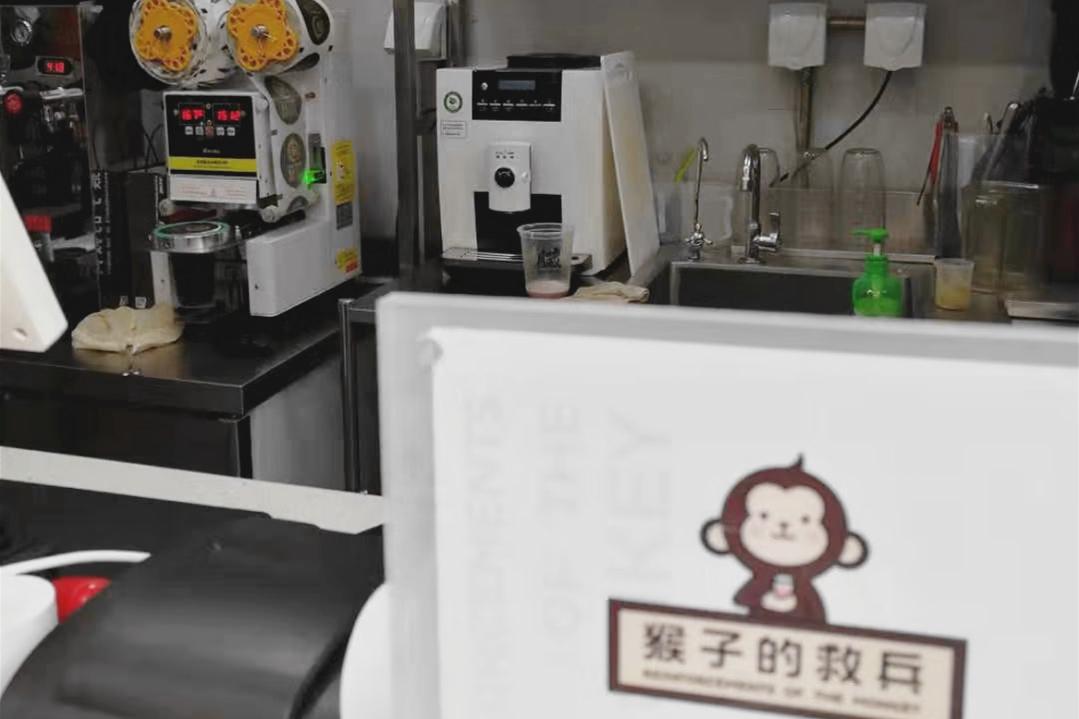 """""""猴子的救兵""""使用的商用全自动咖啡机-咖乐美1604"""